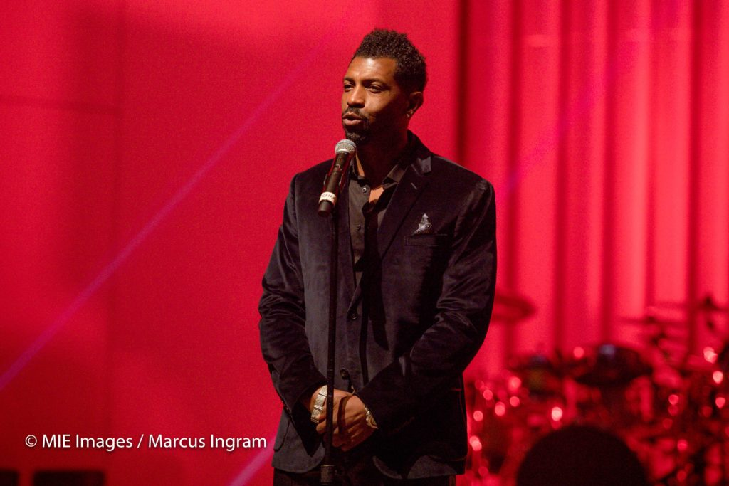 Deon Cole welcomes guests